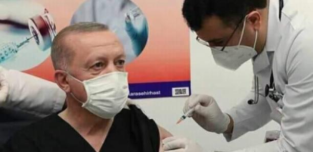 Covid-19 : Erdogan se fait vacciner devant les caméras