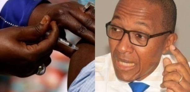 """Vaccin anti-Covid-19 : Abdoul Mbaye dénonce """"une ségrégation vaccinale"""""""