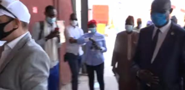 CFAO offre une pirogue en fibre de verre à la municipalité de Gorée