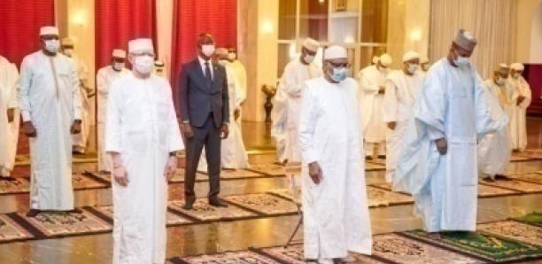 MALI: le Chef de l'Etat a accompli le rituel de la prière de l'Aid El Fitr avec les membres du gouvernement