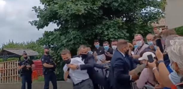 La réaction de Macron après la gifle filmée dans un autre angle (vidéo)