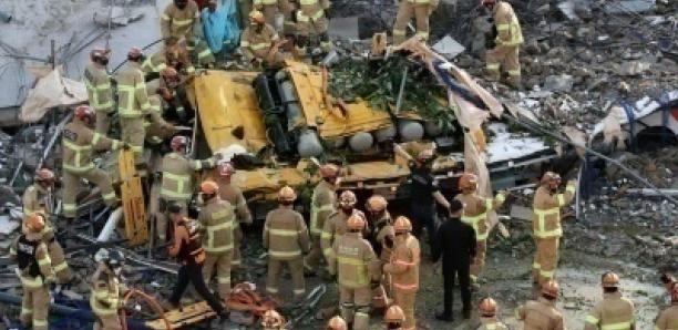 Corée du Sud : un immeuble s'effondre sur un bus, faisant 9 morts et 8 blessés