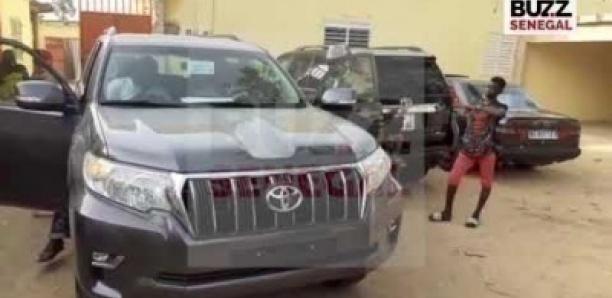 Voici la belle voiture que Macky Sall a offerte au nouveau khalife de Thieneba