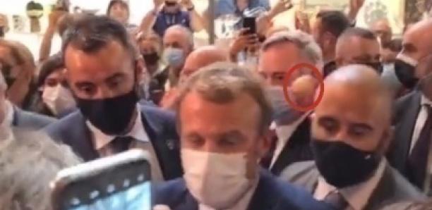 Après la gifle, Macron victime d'un jet d'œuf