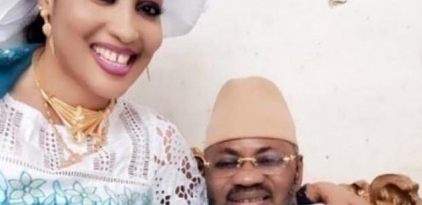 Ngoye Fall épouse de Askia Touré Conseillé de Macky SALL choque la population avec ses chaines en Or