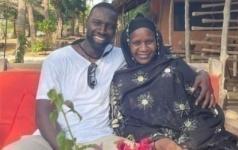 En Vacances à Dakar, Les Beaux Clichés D'omar Sy Avec Sa Mère