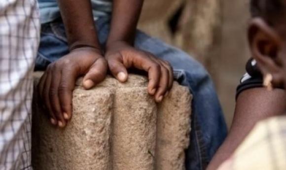 Inceste à Touba : Un Menuisier Engrosse Sa Petite Sœur