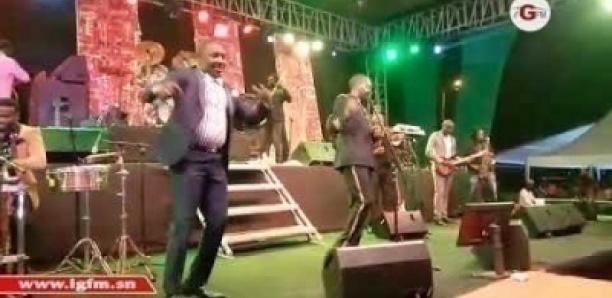 Soirée de l'armée : Youssou Ndour fait danser les jambars